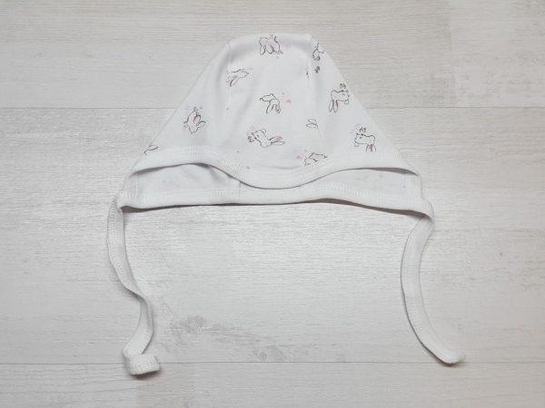 Чепчики 7-01 белые с зайчиками и розовыми сердечками
