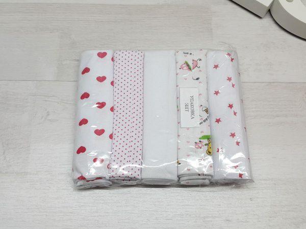 Комплект гигиенических салфеток для девочки в упаковке