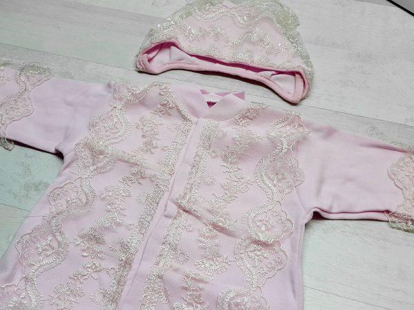 Комбинезон и чепчик с кружевом розовый 2
