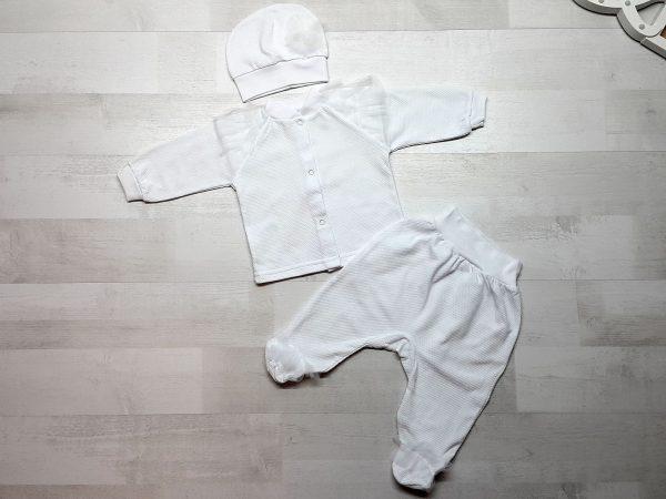Комплект из кофточки, ползунков и шапочки белый