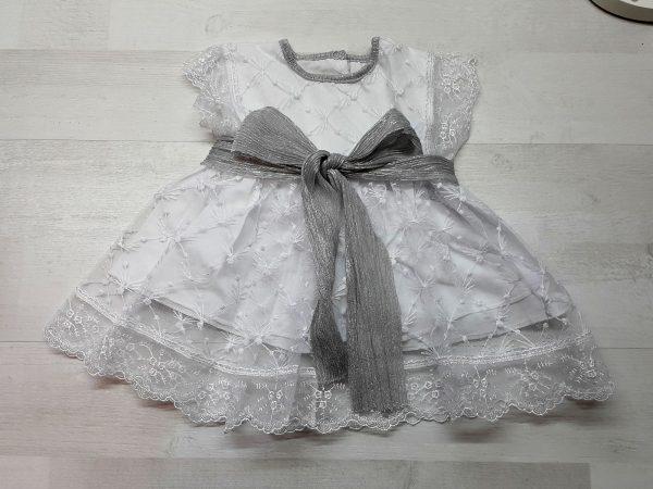Нарядное платье с блестящим поясом серебристое