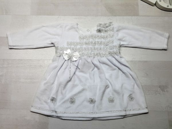 Велюровое платье с серебряной отделкой белое