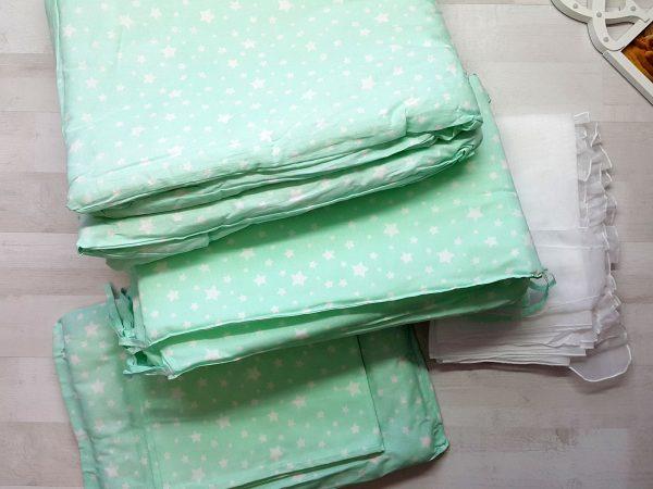 Набор в кроватку зеленый со звездами