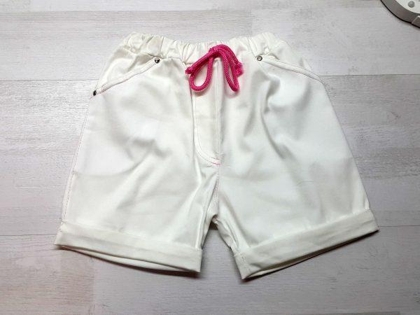 Шорты белые с отворотом и шнурком для девочки
