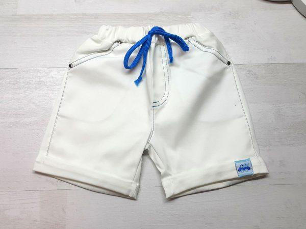 Шорты белые с отворотом и шнурком для мальчика