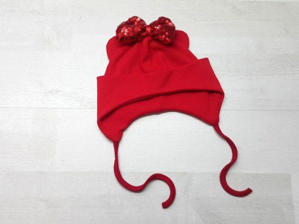 Шапочка с ушками на завязках красная