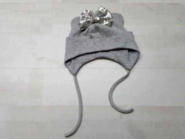 Шапочка с ушками на завязках серая